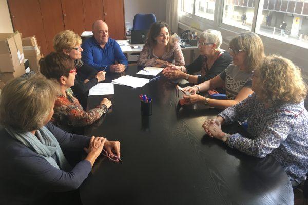Encuentro con personas cuidadoras a l'Associació Catalana per al Parkinson